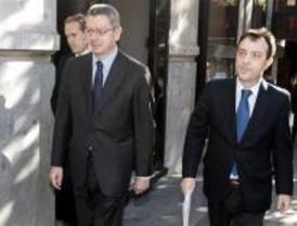 Rajoy levanta el hacha contra el PP de Madrid