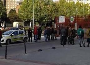 La Policía se persona en el colegio Arcipreste de Hita para su desalojo