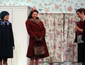 La Sección Femenina aterriza en el Teatro Lara