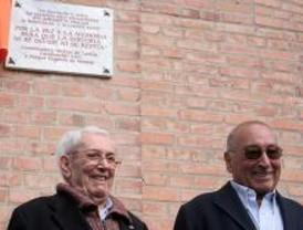 Una placa recuerda a las víctimas del franquismo