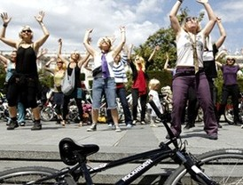 Un 'pelotón' feminista recorre Madrid