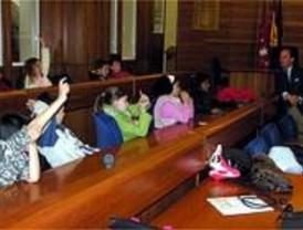 El alcalde de Pozuelo de Alarcón recibe a los escolares del municipio