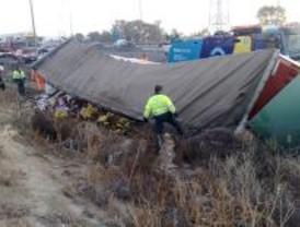 Un muerto al chocar una furgoneta con un camión tráiler en la M-50