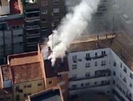 Incendio en un edificio de viviendas en la calle de Matilde Díez