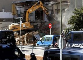 Más de un centenar de personas comienza la reconstrucción de la vivienda derruida en Ofelia Nieto