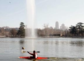 El anhelado sol de invierno llena los parques de Madrid