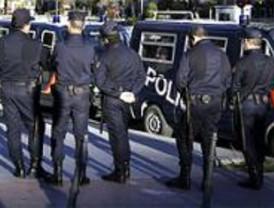 La policía impide la concentración pero se enfrenta a un grupo de jóvenes
