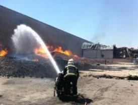 Tres heridos por el incendio en una nave de palés en Cubas de la Sagra
