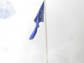 La bandera europea ondea ya en la ribera del Manzanares