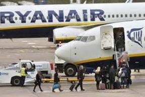 Caen un 18% los vuelos 'low cost' en Barajas