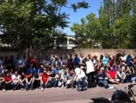 Trabajadores de ambulancias protestan por los despidos