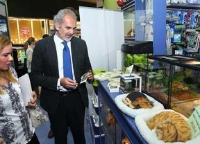 Enrique Ruiz visita una tienda de animales