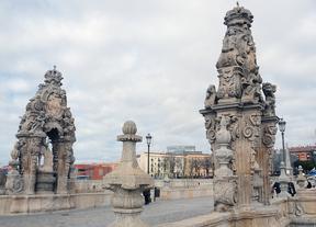 El Ayuntamiento restaura los casalicios del Puente de Toledo