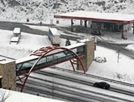 Dificultades en Somosierra a causa de las nevadas