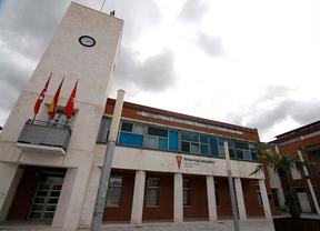 Militantes de IU Rivas cargan contra Del Cura