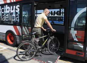 Un 'biciparking' sobre 6 ruedas