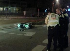 Un coche golpea a un joven motorista y se da a la fuga en Vallecas