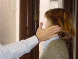 Sindicatos y oposición piden al CES retirar un documento sobre las mujeres maltratadas