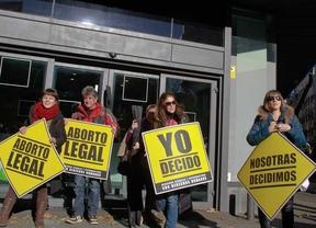 El PSOE pide al PP ibertad de voto para las diputadas populares en el debate del aborto