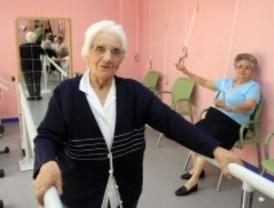 Mujer mayor de 80 años y que no llega a 'mileurista', perfil del dependiente madrileño