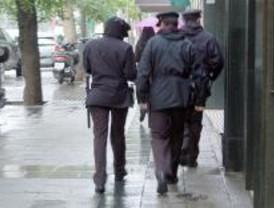 Detienen a tres chinos por extorsionar a un compatriota