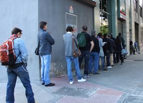 El paro baja en la Comunidad pero sigue superando el medio millón de desempleados
