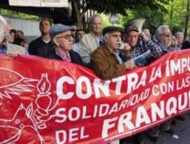 Manifestación antifranquista ante la Delegación