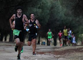 Quinientos atletas iluminan el duatlón nocturno de Alcorcón