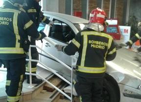 Un coche se empotra contra el hospital Virgen de la Torre y hiere a dos trabajadoras