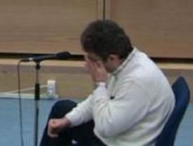 Slimane rompe a llorar al preguntarle por el atentado