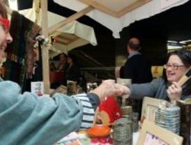 La muestra de artesanía hecha por discapacitados intelectuales llega a Chamartín