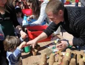 Los niños de 3 años plantan árboles en Getafe