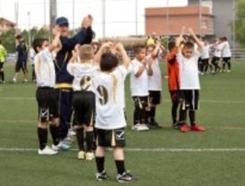 Getafe presenta su nueva escuela de fútbol base, formada por 400 niños