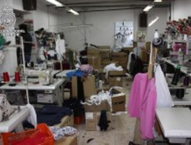 Desmantelan un taller clandestino de ropa en el que explotaban a trabajadores chinos