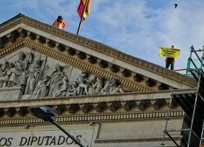 El juez archiva la causa por la escalada de Greenpeace al Congreso