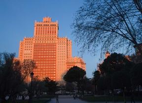 Vista de la fachada principal del edificio España situado en la plaza de España