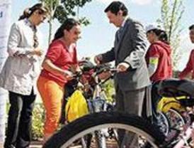 Más de 60 escolares ganan bicis tras aportar ideas para conseguir una movilidad más sostenible