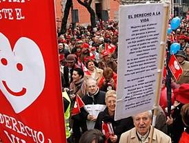 Miles de personas en el centro de Madrid contra el aborto
