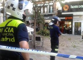 Una rama cae sobre una terraza de la calle Montera y provoca cuatro heridos leves
