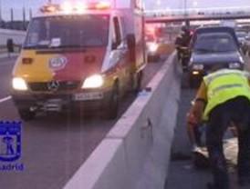 Un camionero muere atropellado tras intentar cambiar una rueda reventada en la M-45