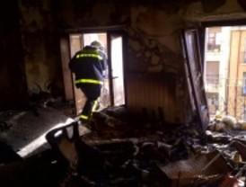 Rescatadas una madre y su hija tras incendiarse su vivienda de la calle Gutenberg