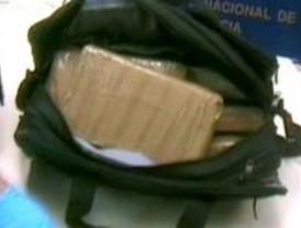 Seis detenidos con más de diez kilos de cocaína en Barajas