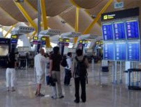 Casi 1.200 aviones despegan o aterrizan en Barajas este lunes