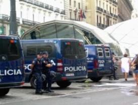 La policía desaloja a los últimos acampados de Sol y el Prado