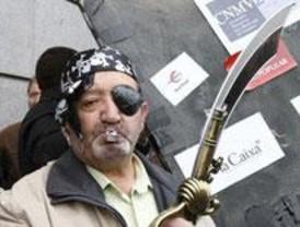 Víctimas de estafas financieras protestan ante la CNMV