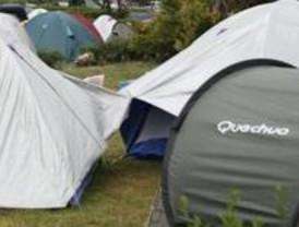 Acampan para conseguir una vivienda del 'pocero de Fuenlabrada'