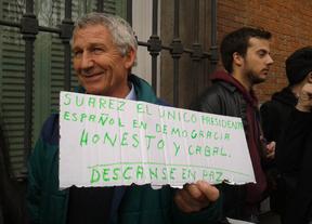 Una cola kilométrica para despedir a Suárez