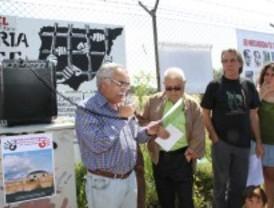 Víctimas del franquismo se reúnen en Carabanchel para defender a Garzón