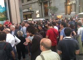 En libertad con cargos los once detenidos por atacar la sede de la Generalitat en Madrid