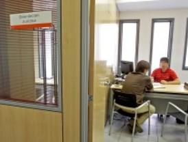 La Comunidad lanza un plan especial para 'cazar' a los funcionarios que abusan de las bajas laborales